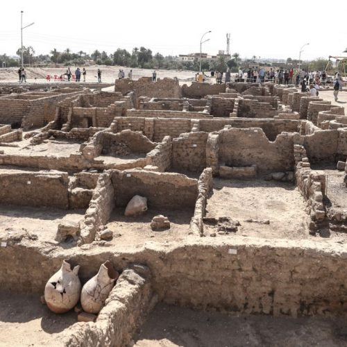 """Die """"Verlorene Goldene Stadt"""" soll vor gut 3.400 Jahren von Pharao Amenophis III. gegründet worden sein."""