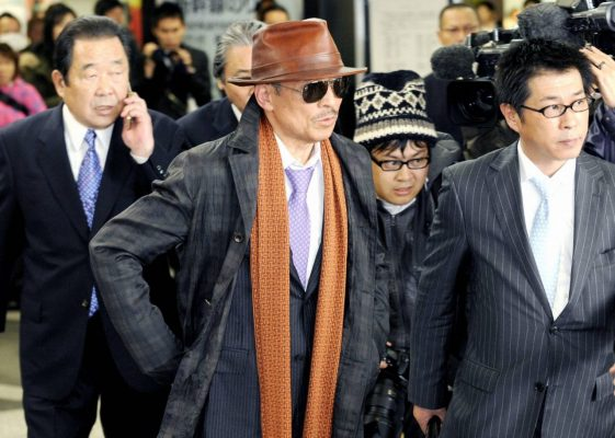 Der Chef des Yakuza Syndikats Yamaguchi Gumi mit weiteren Yakuza Mitgliedern