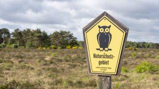 Schild für Naturschutzgebiet in Brandenburg, Mecklenburg-Vorpommern, Sachsen, Sachsen-Anhalt, Schleswig-Holstein und Thüringen