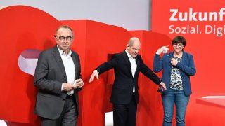 SPD-Politiker Olaf Scholz mit SPD-Bundesvorsitzenden Saskia Esken und Norbert Walter-Borjans