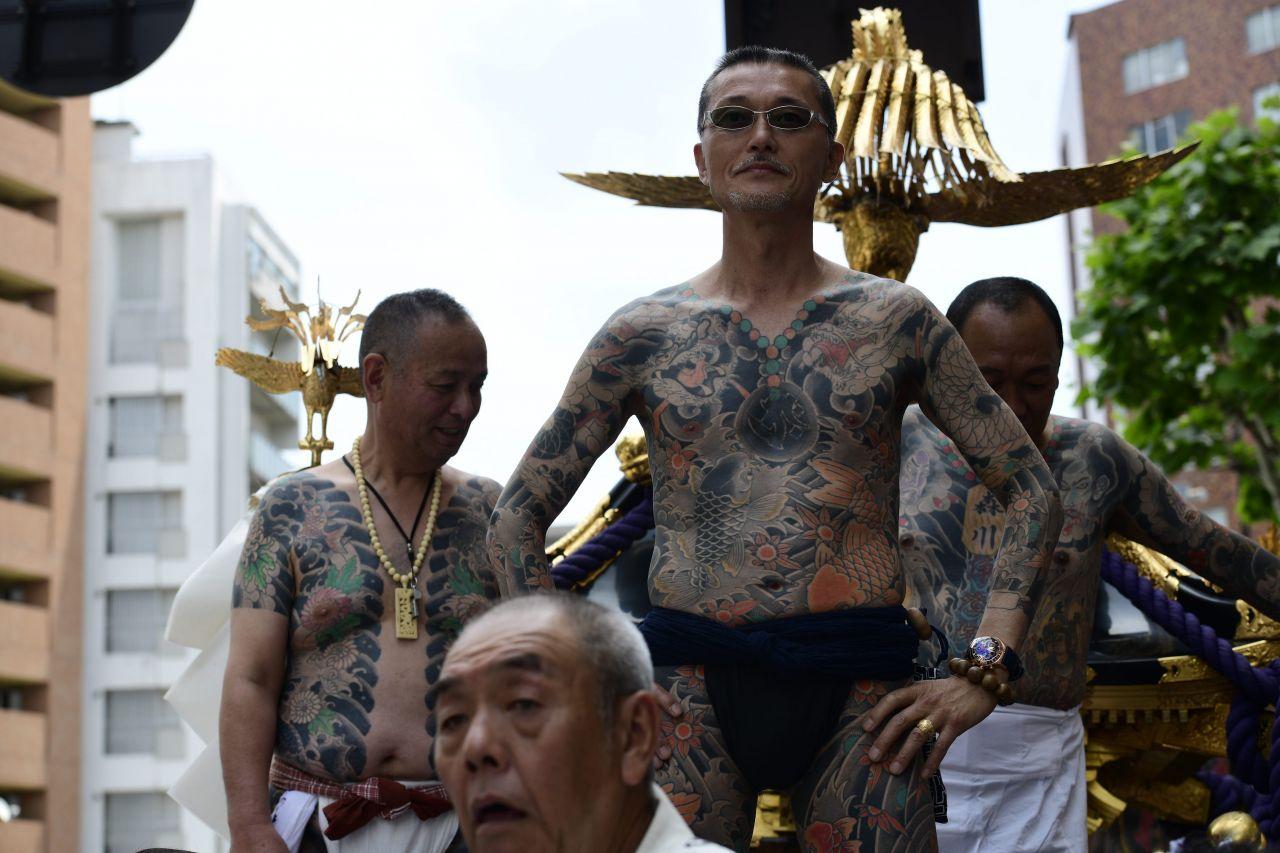 Drei japanische, tätowierte Männer