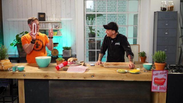 Kitchen Moves: Elektrokartoffelschäler oder doch Omas Trick?