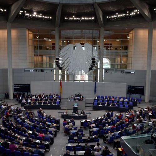 Dem Bundestag nimmt in der deutschen Demokratie eine wichtige Rolle ein.