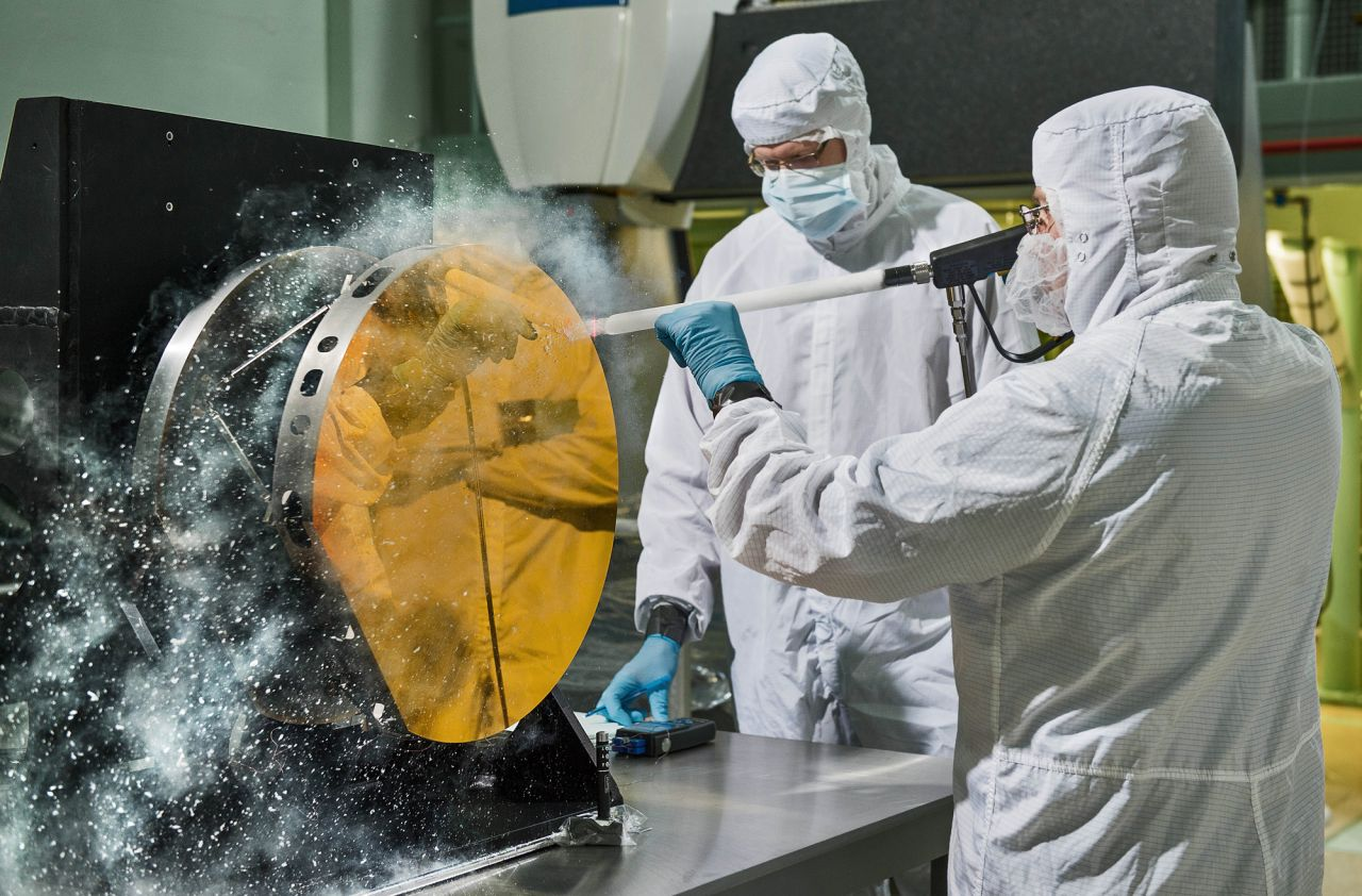 Reinigung des James-Webb-Teleskops mit Trockeneis