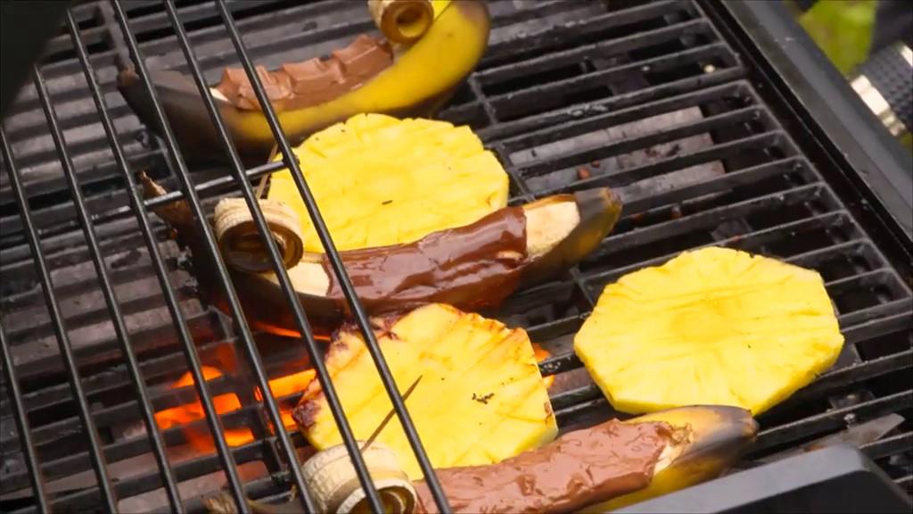 Nachtisch vom Grill: Schoko-Banane, Eis und Kuchen grillen