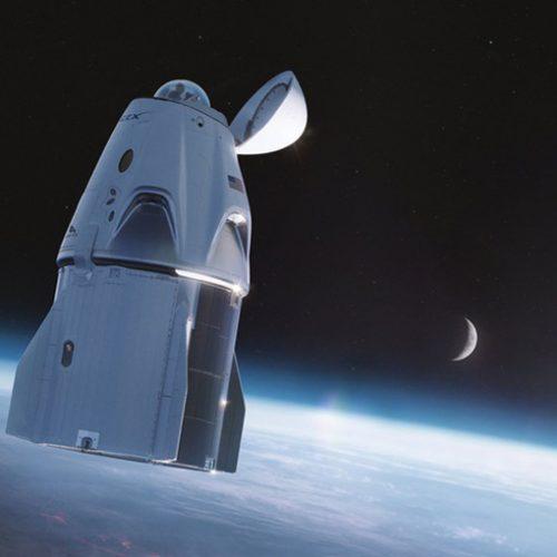Das Raumschiff Crew Dragon hat für den Ausflug ins All extra eine Aussichtskuppel erhalten. Da sich offenbar die Toilette direkt unter der Kuppel befindet, dürfte es vermutlich das exklusivste Örtchen des bekannten Universums werden.