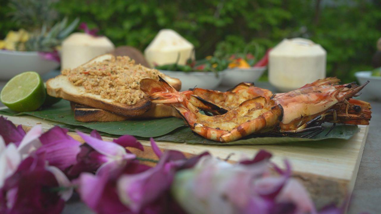 Heute auf dem Grill: Rehkeule im Moosbett, Riesen-Garnelen, Mozzarella und Pilze