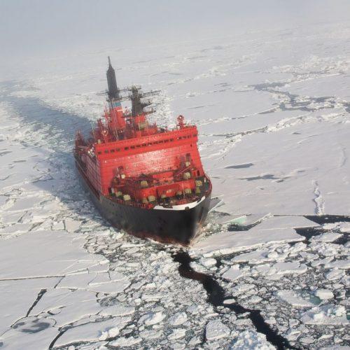 Noch braucht es Eisbrecher, um die Nordostpassage durch die Arktis durchqueren zu können.