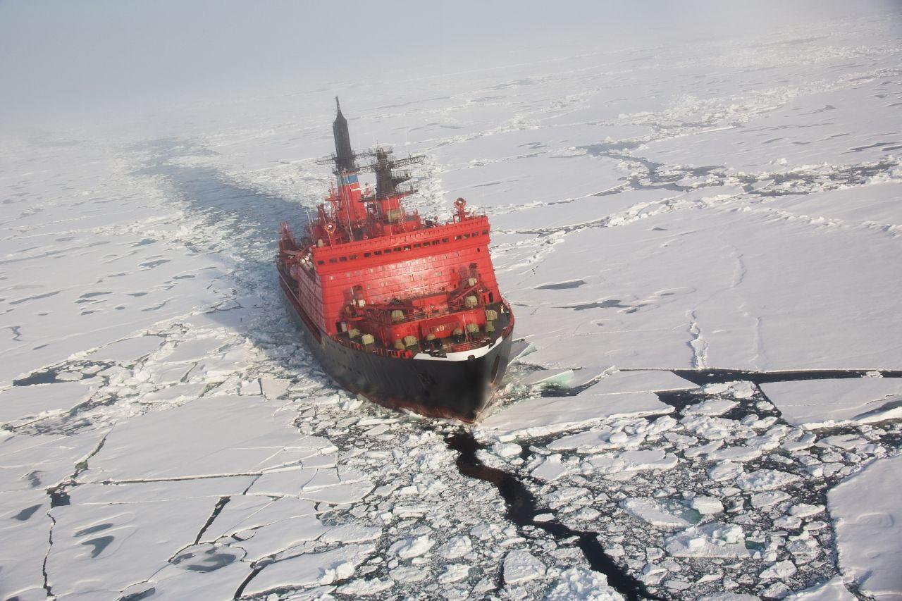 Russischer Eisbrecher am Nordpol