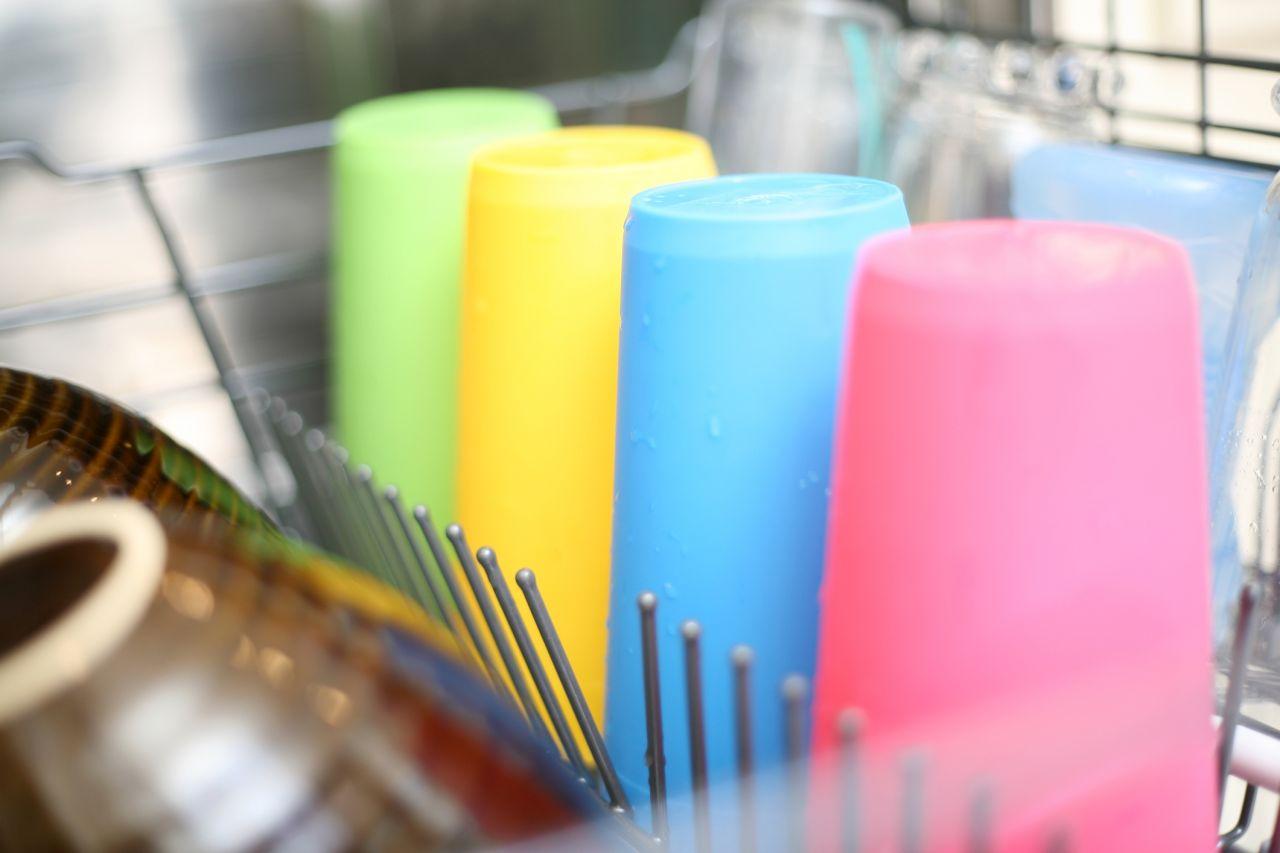 Warum trocknet Plastik in der Spülmaschine nicht?
