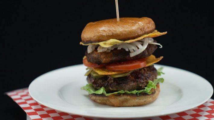 Doppeldecker-Cheeseburger