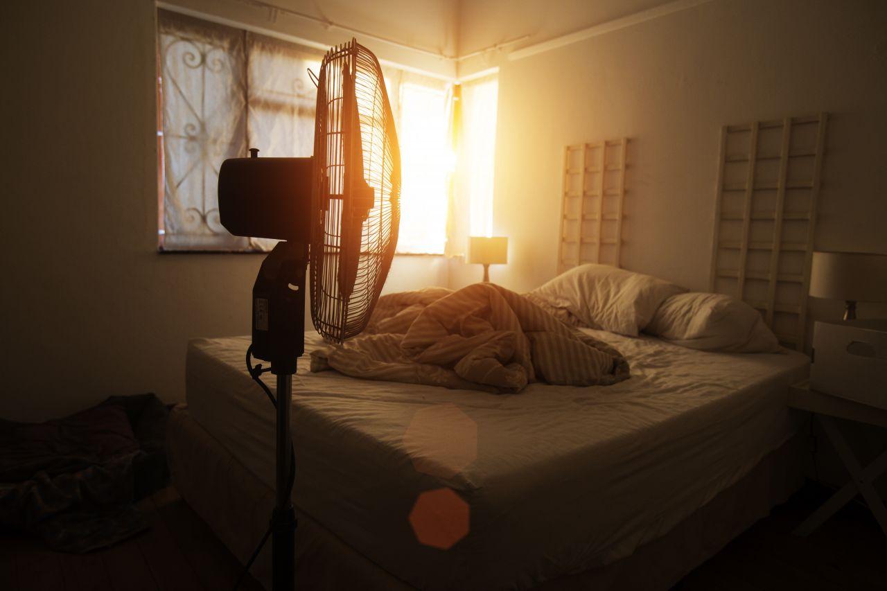 Tipps für coole Nächte: So schläfst du bei Hitze besser