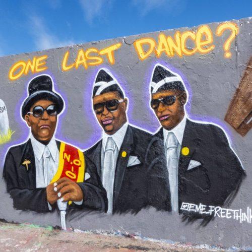 Coffindance: Tanzende Sarträger aus Ghana
