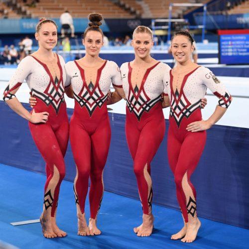 Die deutschen Turnerinnen traten bei Olympia in Tokio in Ganzkörperanzügen statt knappen Bodysuits an. Damit setzten sie ein Zeichen gegen die Sexualisierung von Sportlerinnen. Was spricht für und was gegen Dresscodes im Sport?