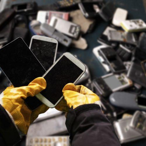 Elektro-Schrott und alte Smartphones