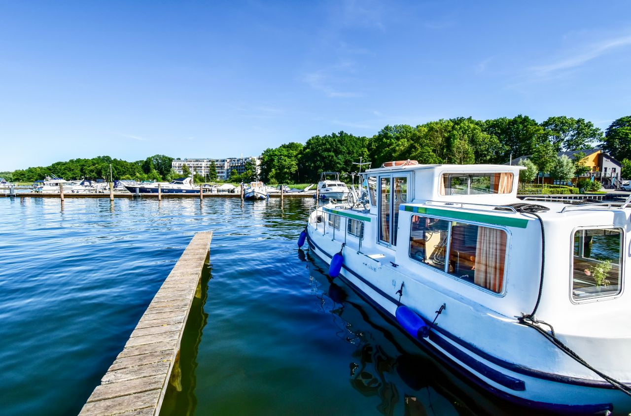 Hausboot mieten im Urlaub - mal richtig blau machen
