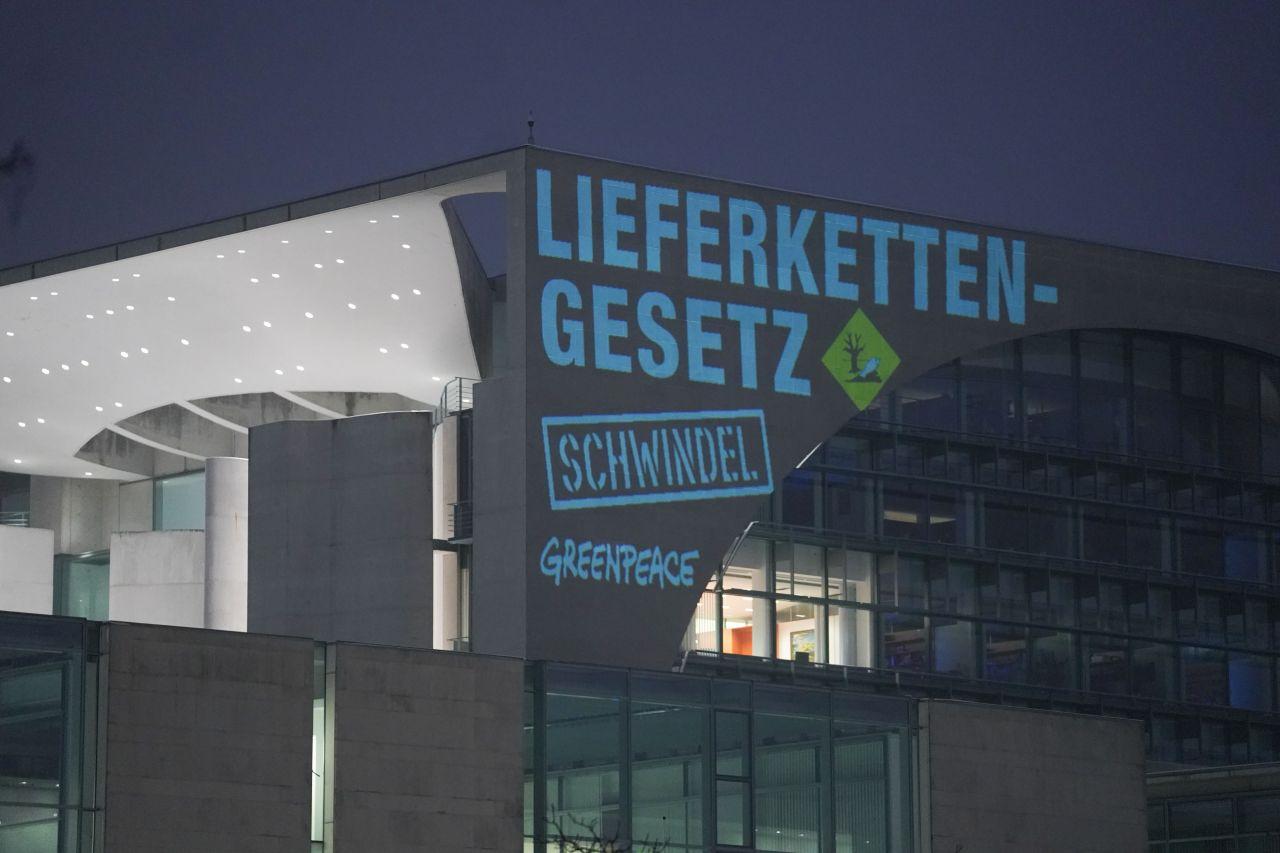 Lieferkettengesetz Greenpeace-Aktion