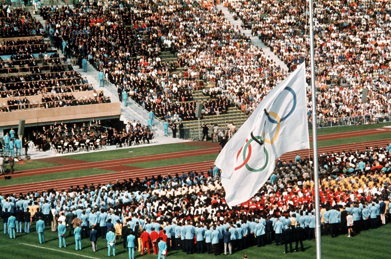 Olympische Spiele München Flagge Halbmast