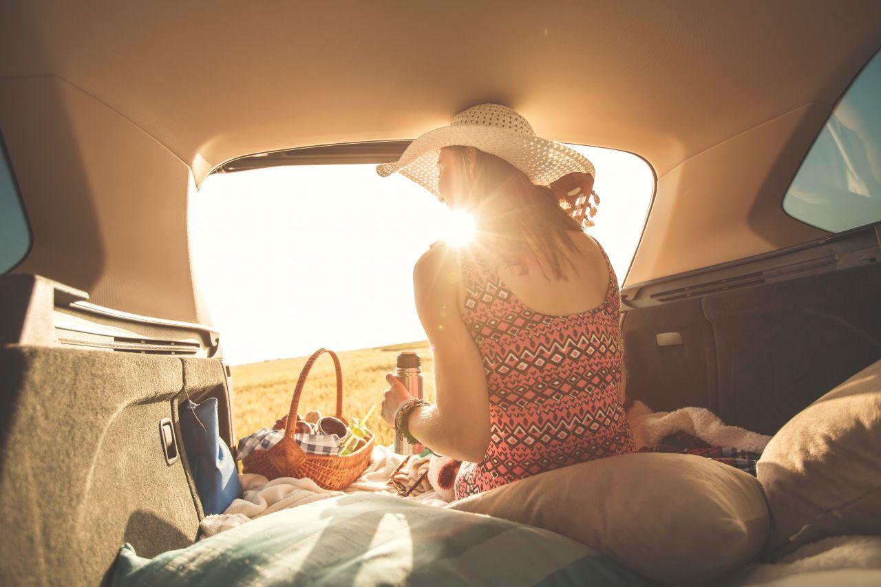 Schlafen im Auto: So richtest du dir ein Mini-Hotel auf 4 Rädern ein