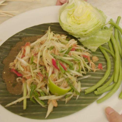 So sieht der fertige Papayasalat aus Thailand aus.