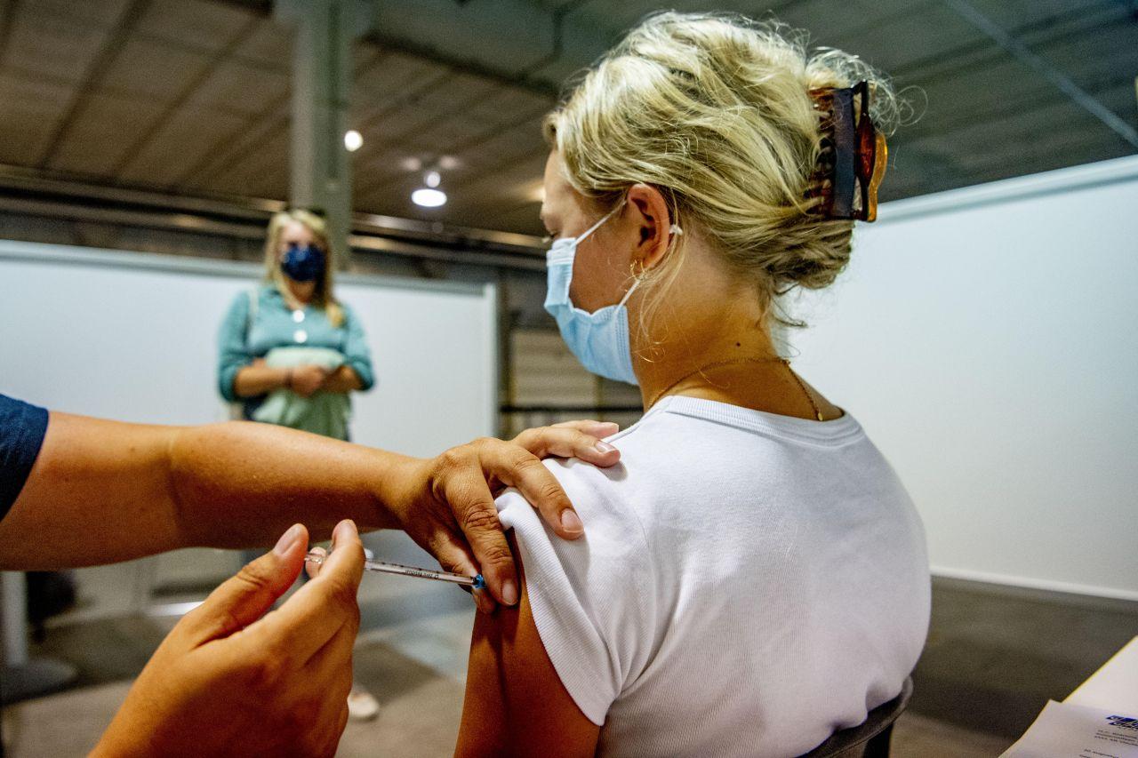 Corona-Impfung: Sollten 12- bis 15-Jährige selbst darüber entscheiden?