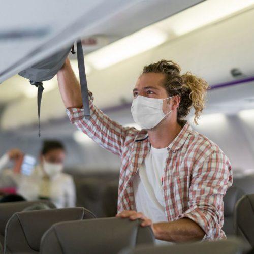 Du hast akutes Fernweh? Damit dein nächster Flug besonders angenehm wird, verraten wir die besten Flug-Tipps einer Flugbegleiterin. Plus: Was erlaubt ist und was nicht.