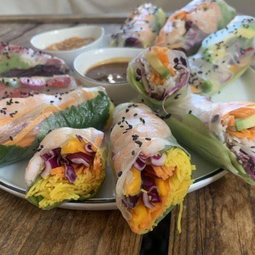 Sommerrollen sind das ideale Essen für heiße Tage. Wir zeigen dir, wie du sie selbst machen kannst.