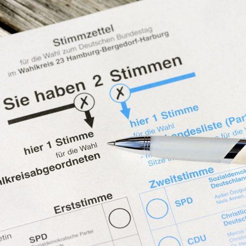 Erst- und Zweitstimme auf einem Stimmzettel zur Bundestagswahl.