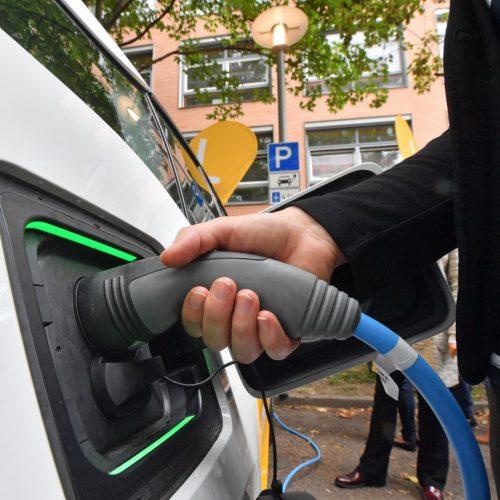 Lohnt sich der Umstieg auf ein Elektroauto? Strom ist günstiger als Benzin oder Diesel.