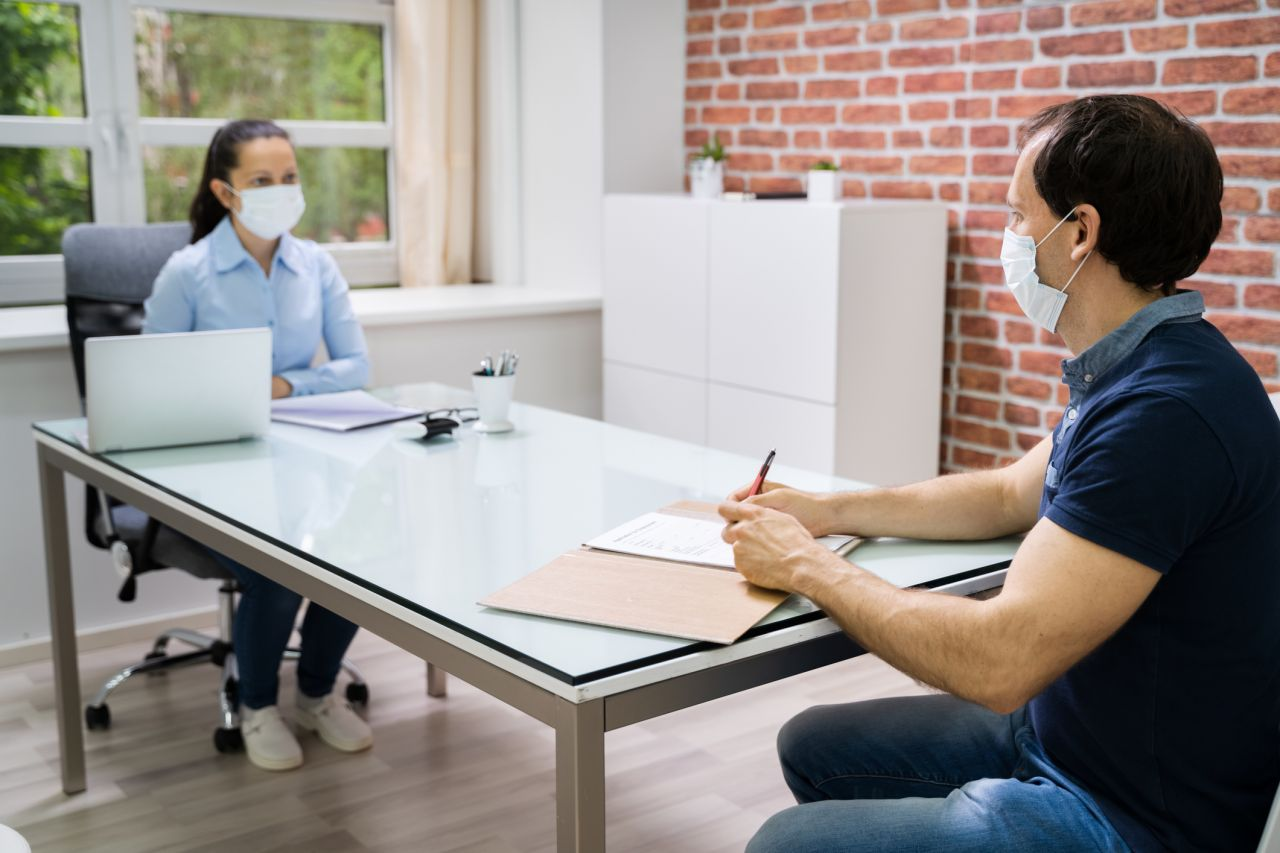 Darf der Arbeitgeber deinen Impf-Status abfragen?