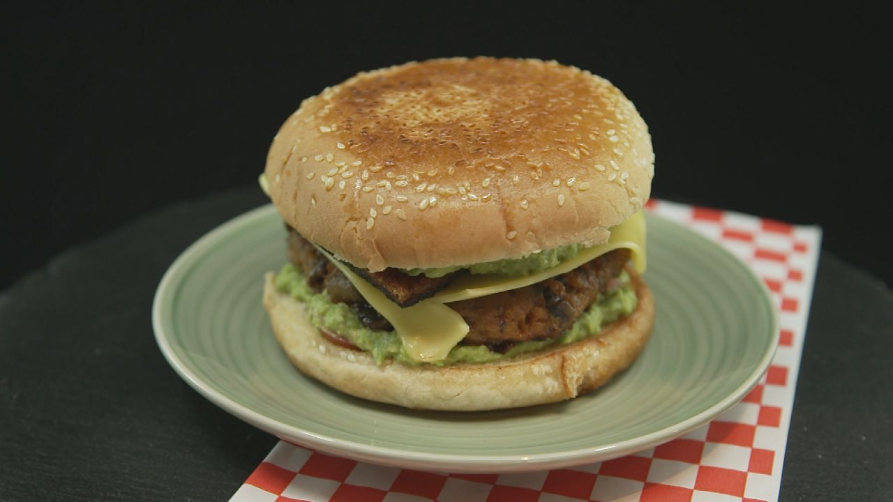 So gut wie das Original: Burger mit Karotten-Patty und Toast-Bacon