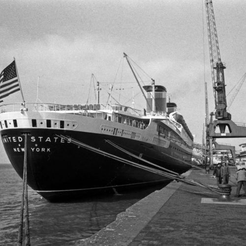 Die SS United States fuhr  in den 1960er Jahren als Passagierschiff über de Atlantik.