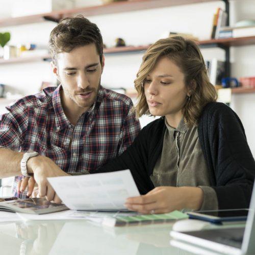 Ob in der Ausbildung, im ersten Job nach dem Studium oder bei einem Berufswechsel: Zum Arbeitsbeginn wartet in der Regel eine mehrmonatige Probezeit auf dich.