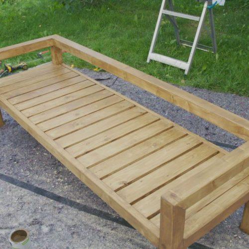 So einfach kannst du eine Gartenbank nachbauen.