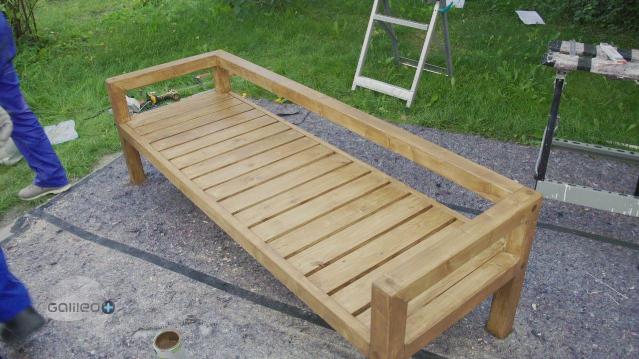 DIY-Projekte: Baumstamm-Leuchte, Gartenbank und Outdoor-Küche zum Nachbauen
