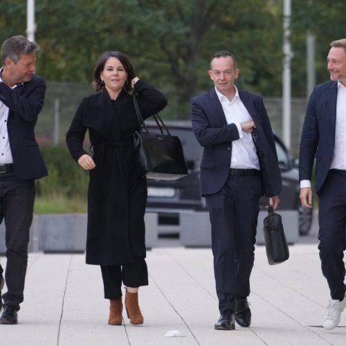 Einigen sie sich auf eine neue Bundesregierung? Grüne und FDP verhandeln mit der SPD über eine Regierungskoalition.