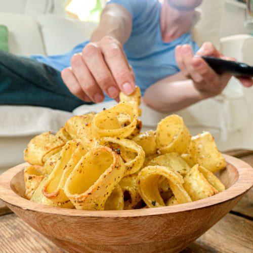 Du isst gern Pasta und Chips? Dann wirst du unsere Pasta-Chips lieben! Mit diesen Rezepten machst du den TikTokTrend ganz easy zuhause nach.